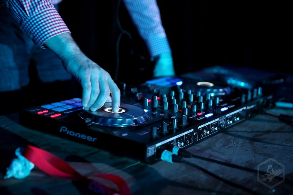 Hands on a DJ turntable